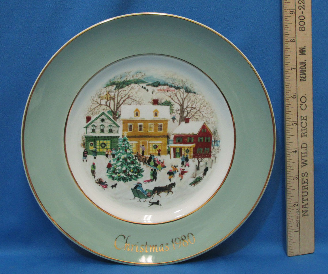 Vintage 1980 Enoch Wedgwood Collectors Plate Avon Country Christmas Village