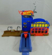 2009 Mattel Hot Wheels Police Pursuit Fold & Carry Station Playset for C... - $10.18
