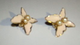 Vtg 1960s BUTTERFLY Pale Pink Enamel Metal Gold tone Pearls Clip On Earr... - $8.50