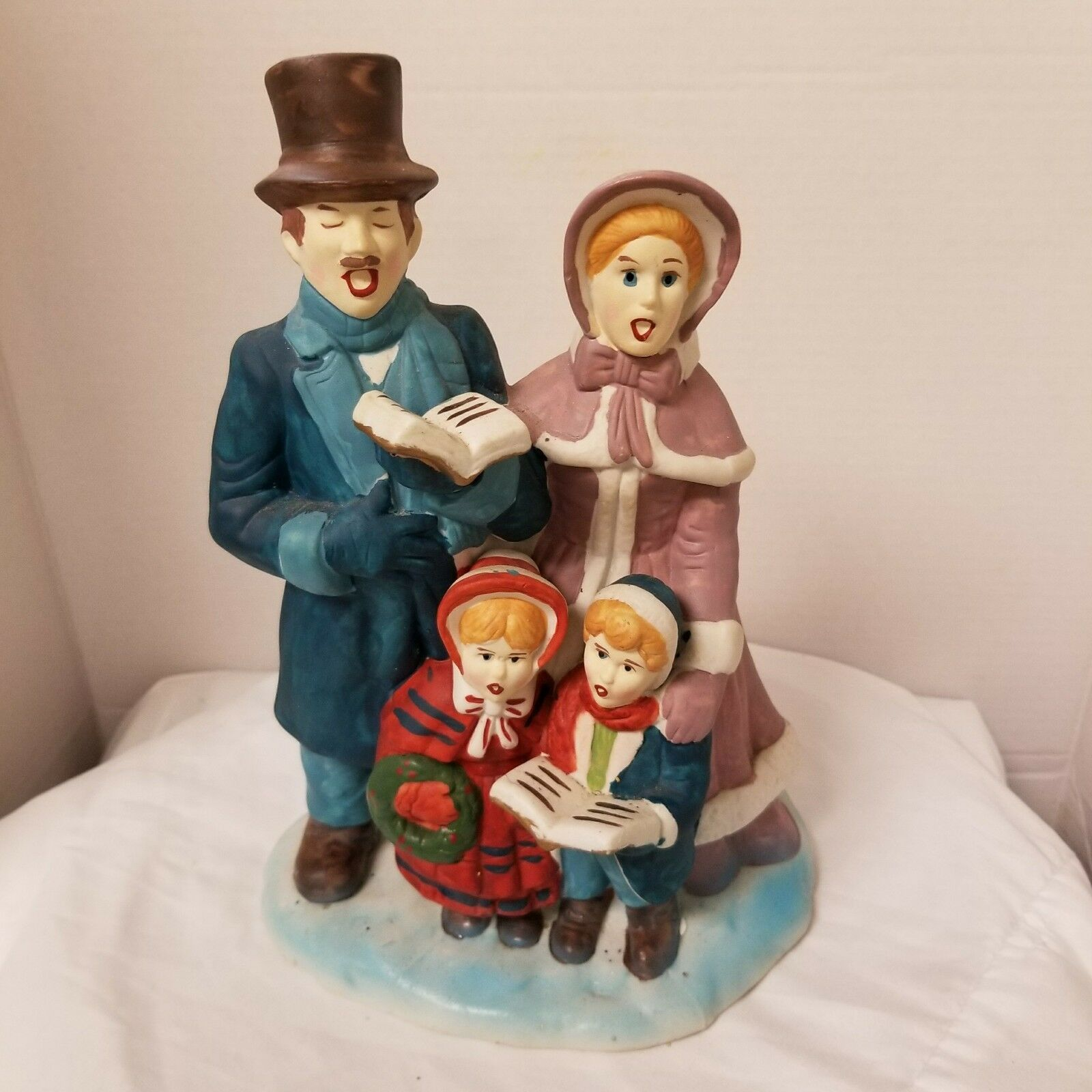 Primary image for Unique Christmas Musical Ceramic Wind-up Caroling Family Singers Dickens Scene