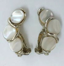 Vintage Mother Of Pearl MOP Disc Circle Silver Tone Clip On Earrings - $14.84