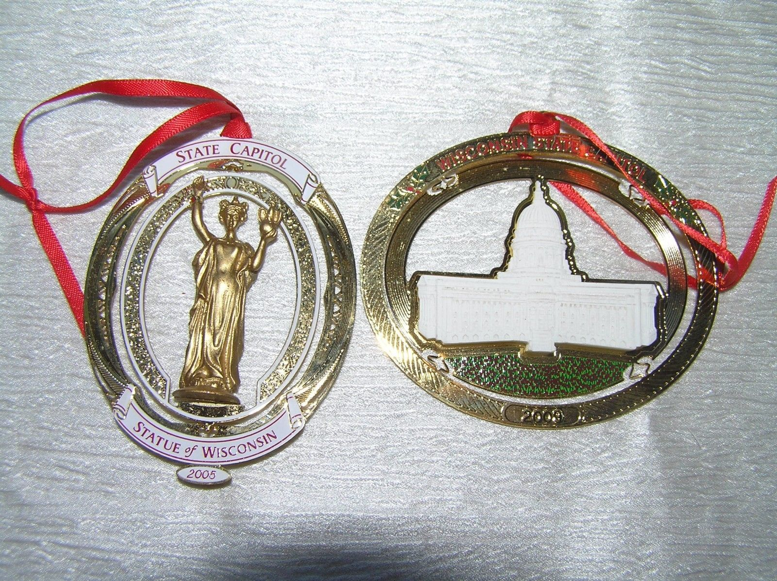 Vintage Lot of 2 Thin Brass Oval STATUE OF WISCONSIN State Captiol Christmas