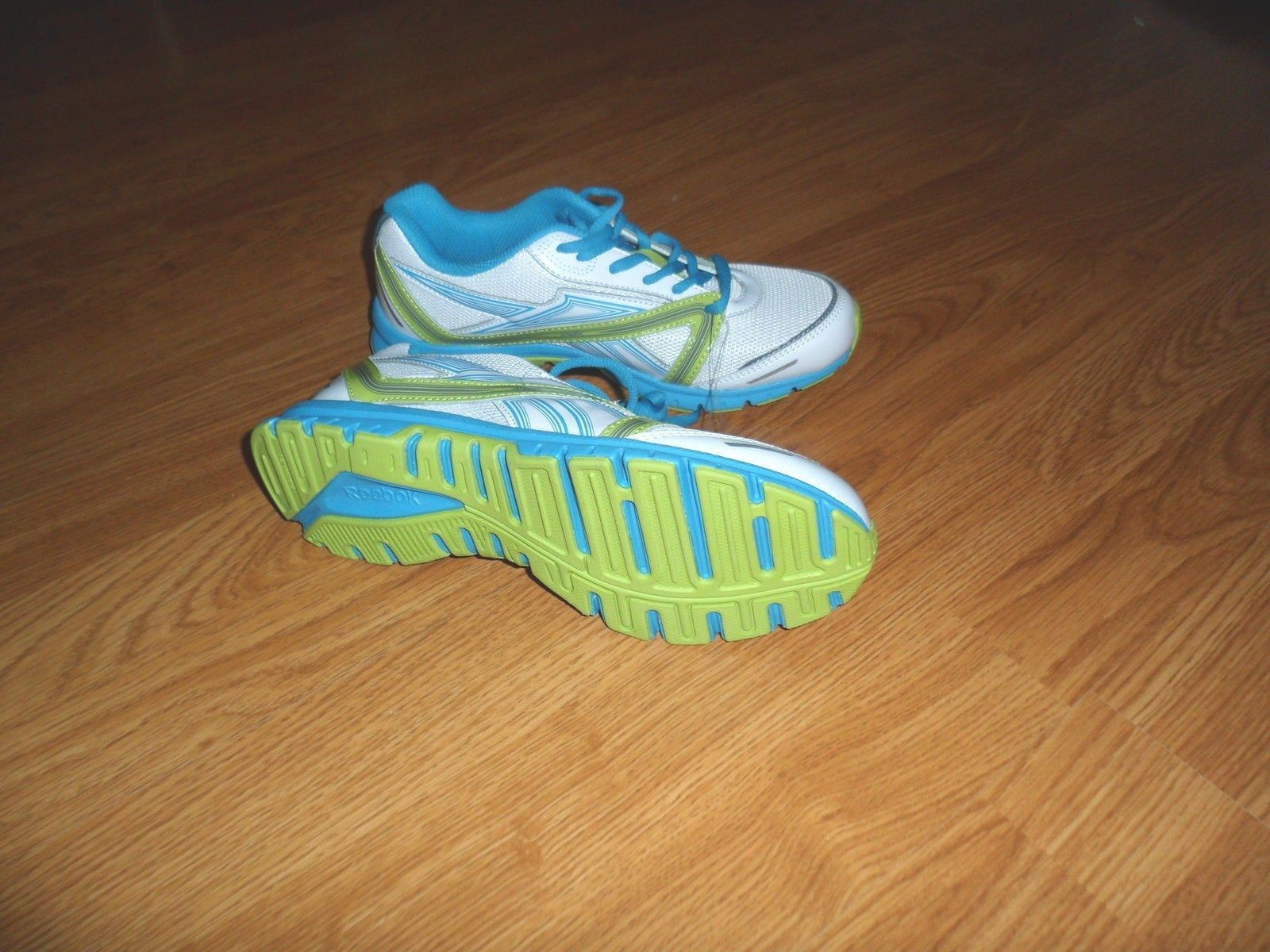 REEBOK ULTIMATIC RUNNING SNEAKERS SIZE 5 - 5.5 WHITE BLUE GREEN NWT