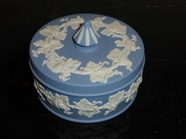 Vintage Wedgwood Large Jasperware Blue Trinket Box Leaf Grape Vine - $49.00