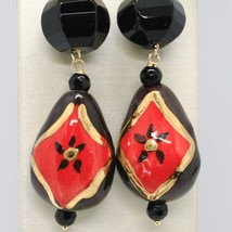 18K YELLOW GOLD EARRINGS ONYX, BLACK AND RED CERAMIC DROP HAND PAINTED IN ITALY image 2