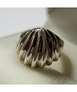 Vintage Sterling Silver Scallop Ring ~ Size 6 - $15.99