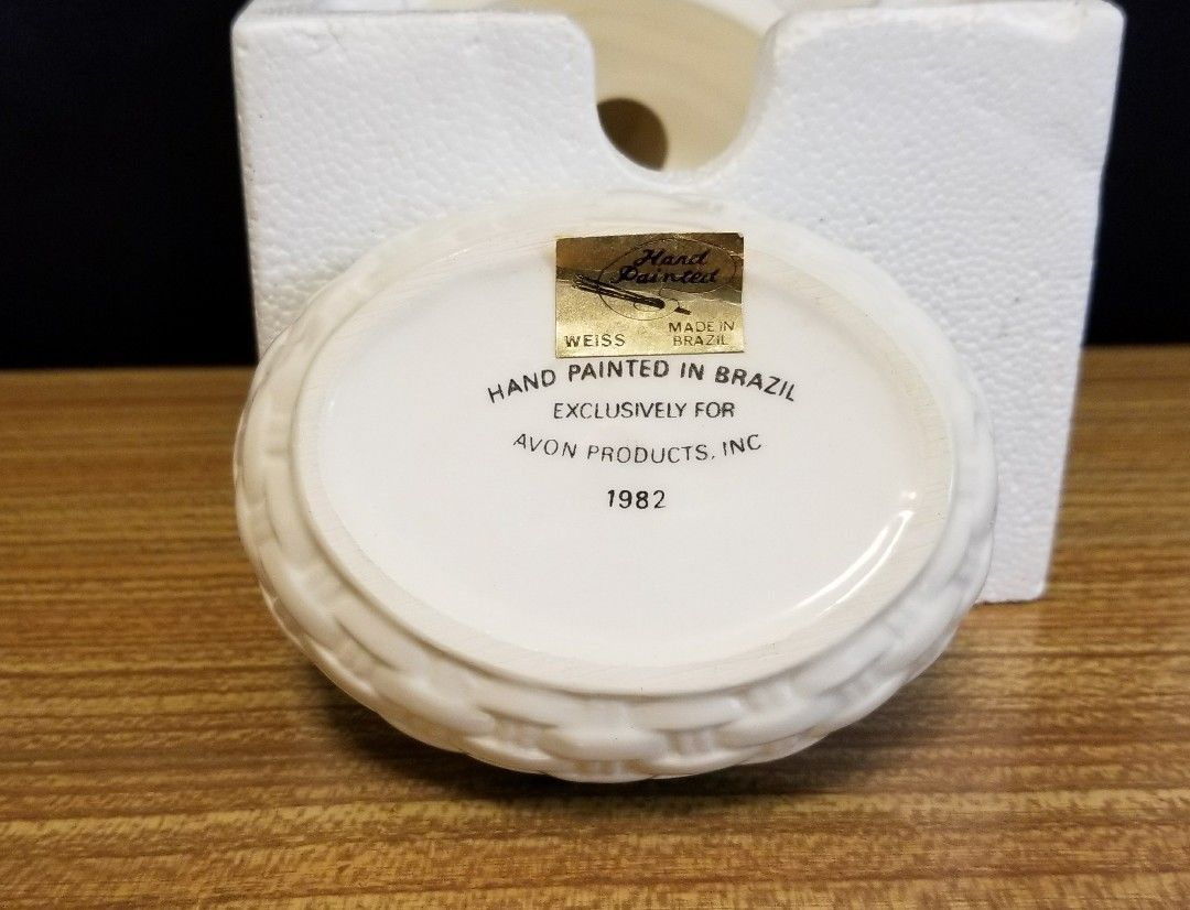Vintage 1982 Avon Bunny Luv Hand Painted Ceramic Trinket Box w Original Box