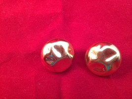 TRIFARI Faux Gold Button Clip On Earrings 1990s 1-Inch Wide - $9.89