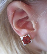 Vintage Small White Red Flower Gold Tone Clip-On Earrings - $9.99