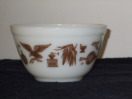 """Vintage Pyrex """"Early American"""" mixing bowl #401 - $22.99"""