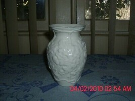 2 Excellent Used Belleek Vases Made In Ireland - $19.59
