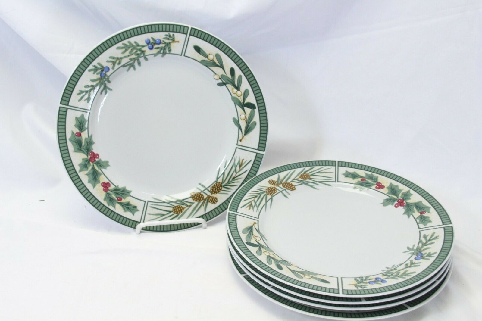 Fairfield Wintergreen Plates and Bowls Lot of 15  Christmas image 2