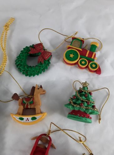 6 Christmas Ornaments & Pouch Avon Gift Collection F667171