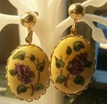 """Vintage Jewelry:; 1 1/8"""" Flower Disk Dangle Screw Back Earrings 170830 - $8.90"""