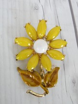 Vintage Daisy Pin Brooch-Vintage Yellow Daisy Pin-Cool Old Pin - $11.64