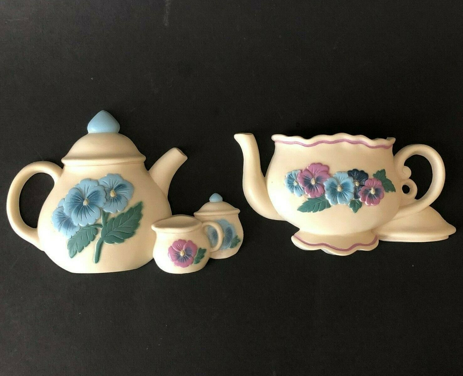 Primary image for Vtg 90s Homco Burwood Pansy Teapot Wall Hanging Farmhouse Cottage Plastic 2