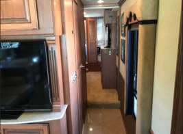 2013 Fleet wood Discovery 40X for sale by Owner - Curtice, OH 47906 image 8