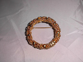 VTG Gold Tone Wreath Circle Sphere Abstract Style Brooch Pin - $19.80