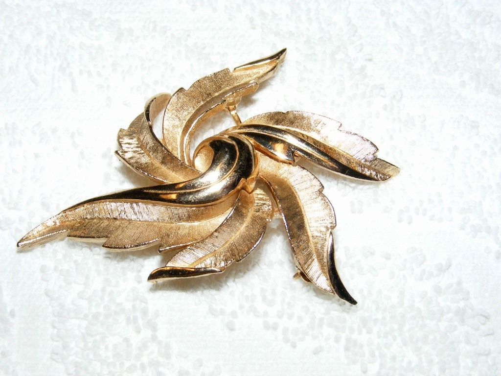 Primary image for VINTAGE CROWN TRIFARI GOLDTONE FEATHER FAN POLISH & TEXTURE DESIGN BROOCH PIN