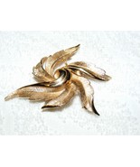 VINTAGE CROWN TRIFARI GOLDTONE FEATHER FAN POLISH & TEXTURE DESIGN BROOC... - $29.99