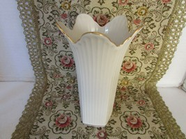 "LENOX CHINA FLORAL VASE 7-3/4""H RIBBED W/GOLD TRIM MADE IN USA  - $18.76"
