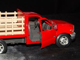 Maisto Ford 350 die-cast replica toy red truck with hay rack AA19-1646 Vintage image 4