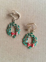 Vintage Christmas Wreath Gold Tone Enamelled Large Dangle Drop Clip On E... - $12.00