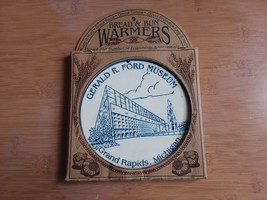 "Bread & Bun Warmers Gerald R. Ford Museum Grand Rapids MI 6 1/4"" - $8.91"