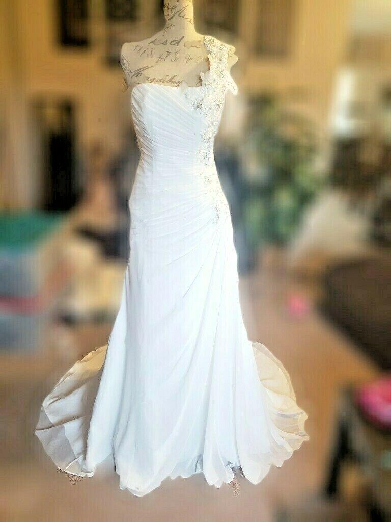 0306282b3ccbe Davids Bridal White Wedding Dress Size 4 and 14 similar items. 57