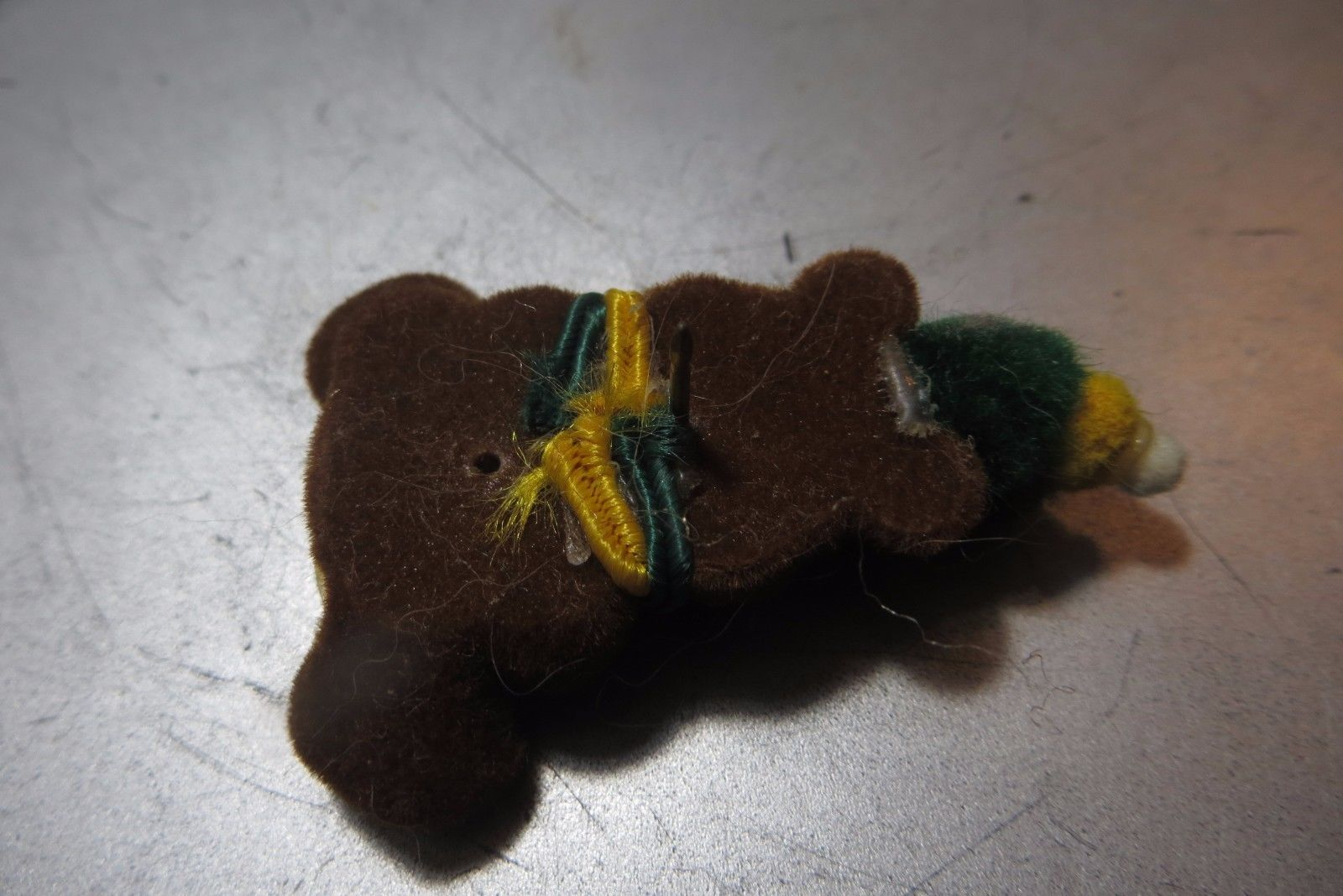 teddy bear green bay packer collectible beautiful done lapel vtg pin