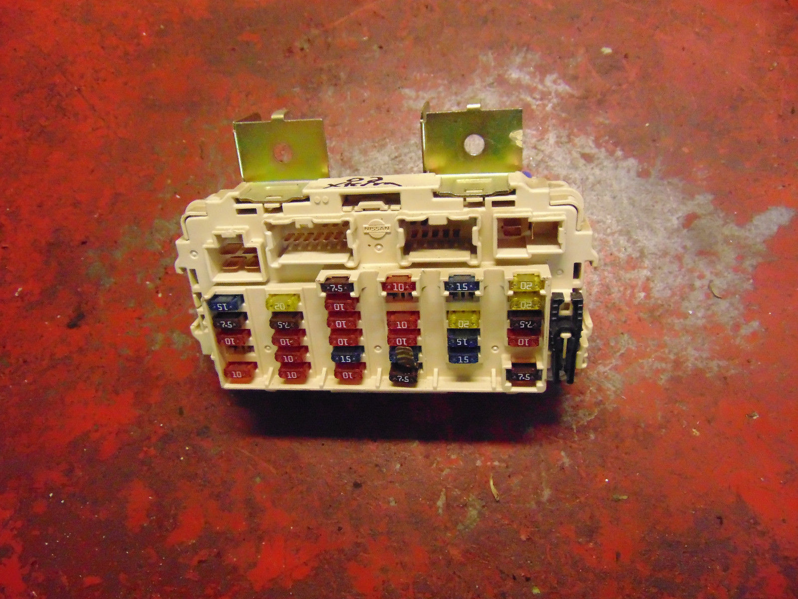 04 03 00 01 02 Nissan Xterra Interior Fuse Relay Box Panel