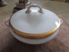 ANTIQUE ROYAL DOULTON ROUND CASSEROLE W/LID WHITE & ENCRUSTED BAND #6672... - $34.95