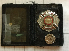 Obsolete Reading Pennsylvania Bureau Of Fire Fire Fighter Badge & Pin - $175.00