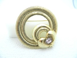 1928 Gold Toned Textured Light Purple Rhinestone Wreath Pin Brooch Retro - $24.74