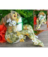 Frog doll shelf sitter lady cloth hand made bonnet daisy flowers satin thumbtall