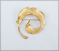 Monet pin gold tone feather leaf circle marked jewelry - $5.89
