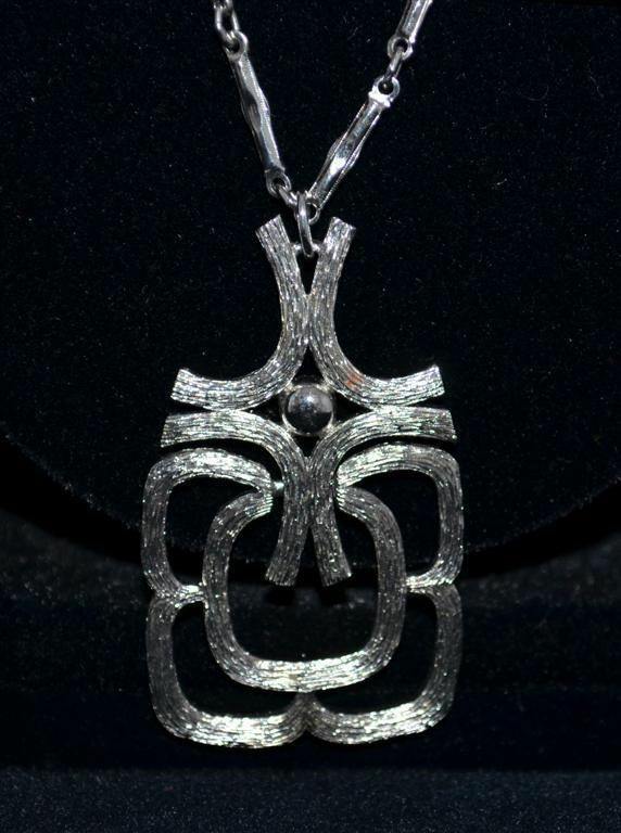 "vintage 70""s   modern silvetrtone Pendant Necklace by Avon"