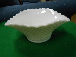 Beautiful Vintage WESTMORELAND English Hobnail CENTERIECE BOWL............. - $14.85