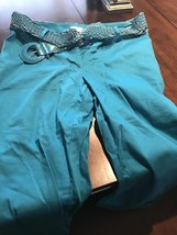 WOMEN'S CAPRI PANTS BLUE IN MODA SIZE 8 - $6.44