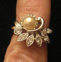 Avon Faux PEARL COCKTAIL RING PAVE RHINESTONE SPRAY size Medium NOS 1970... - $19.75