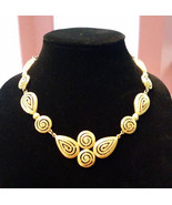 Avon Vintage Gold Tone Pendant Necklace, Excellent Condition, Dramatic 1... - $24.00