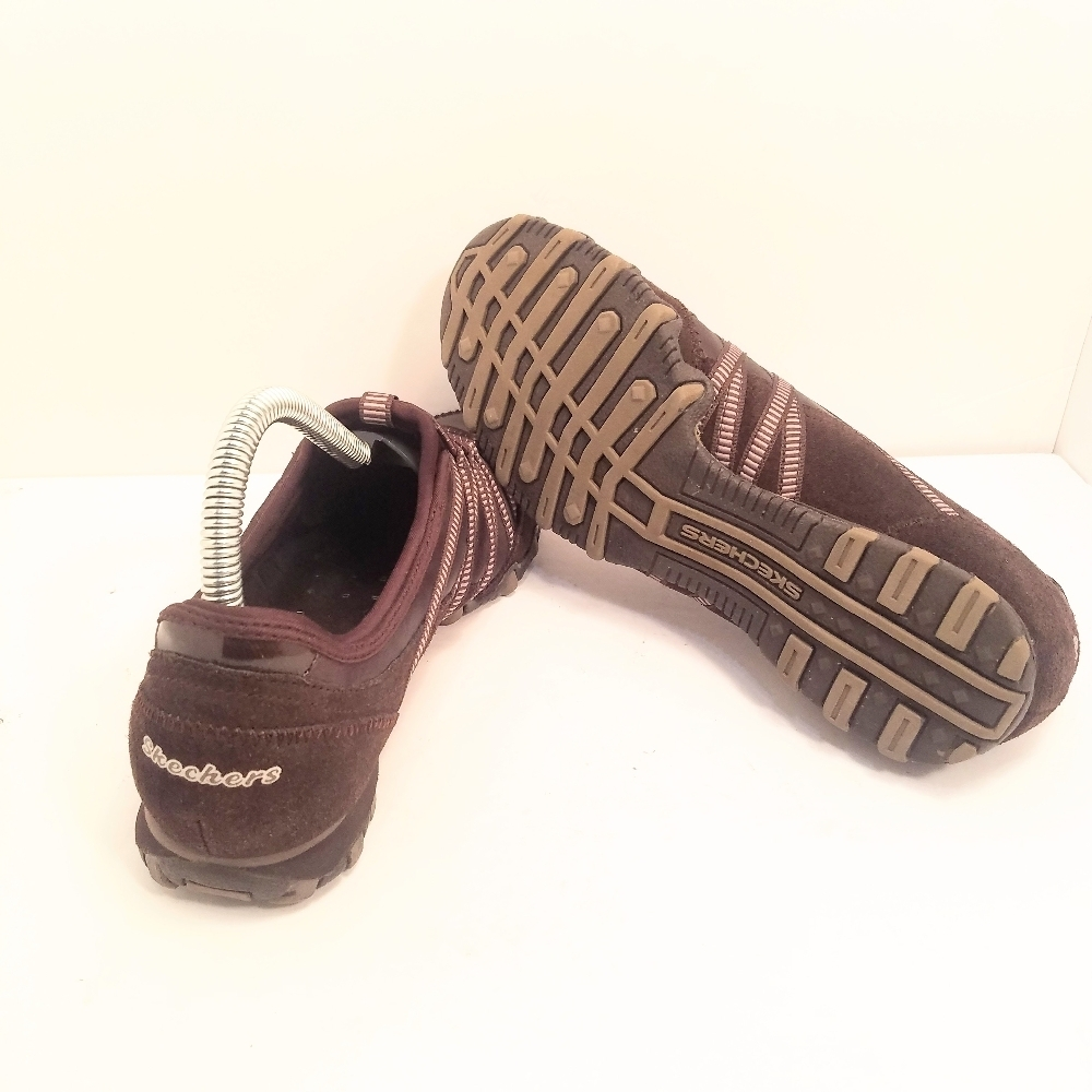 Skechers Suede Slip On Sneakers Size 7 In Great Pre Owned Condition image 5