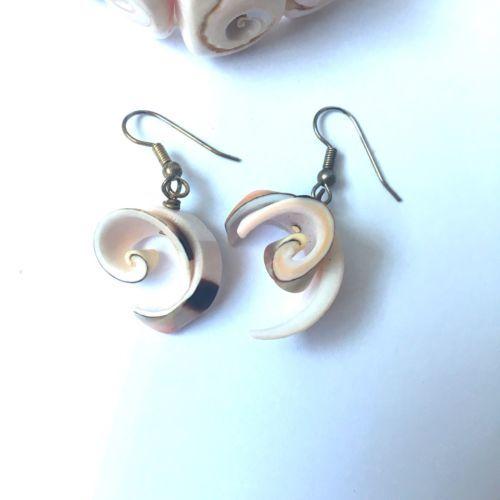 Vintage Seashell Bracelet Dangle Earrings Pierced Stretch Shell Nautical Natural