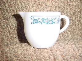 Pyrex Old Town Blue Creamer Heavy Milk Glass Excellent Condition Free Usa Ship - $14.01