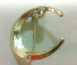 "Vintage Jewelry: 1 1/4"" Gold Tone Crescant Shaped Broach W/Rhinestone 20... - $7.91"