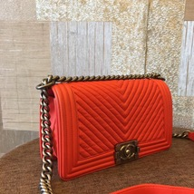 AUTHENTIC CHANEL RED LEATHER CHEVRON QUILTED MEDIUM BOY FLAP BAG RHW image 4
