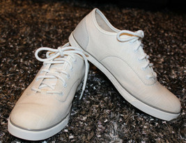 $100 UGG Sneakers Hally White Canvas Sheepskin Shoes sz 9.5 - $108.56 CAD