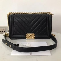 AUTHENTIC CHANEL BLACK CAVIAR CHEVRON LEATHER MEDIUM BOY FLAP BAG GHW