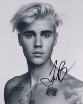 Justin Bieber Signed Autographed Glossy 8x10 Photo - $99.99