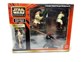 Star Wars Episode 1 4 Figurine Gift Set Includes Theed Hangar Background - $9.49